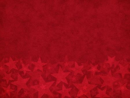 Subtiele ster vormen op een gestructureerde rood papier achtergrond.