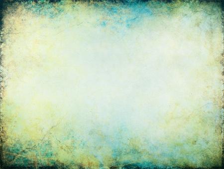 Un documento de antecedentes de la vendimia con los patrones de textura grunge turquesa, amarillo y verde con un centro brillante. Foto de archivo - 10495062