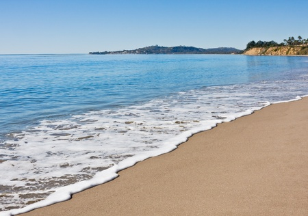 非常に穏やかな日にサンタ ・ バーバラ バタフライ ビーチ。