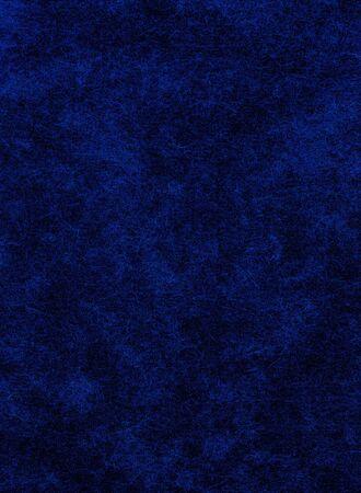Een blauw op zwarte achtergrond met zwaar papier texturen.