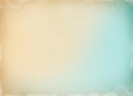 Le vieux papier avec un gradient de couleur et les taches d'aquarelle le long des frontières. L'image présente un motif de grain agréable à 100%. Banque d'images