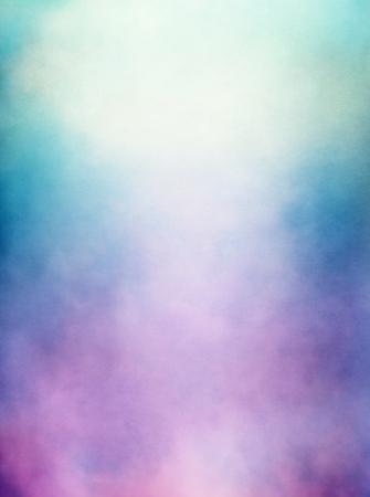 Una abstracción de las nubes y la niebla con un morado a verde gradiente imagen muestra una textura de papel distinto y grano a 100 Foto de archivo - 17941080
