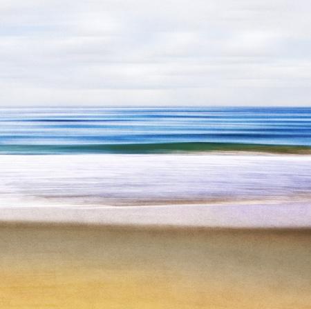 100에서 볼 때 흐리게 모션 이미지와 추상적 인 바다 경치는 종이 질감 기쁘게 그레인 패턴을 표시합니다