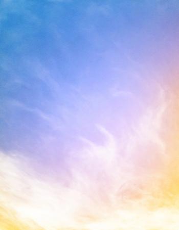 오렌지 그라데이션 이미지에 화려한 무지개 블루에 안개와 구름 100 기쁘게 종이 곡물 및 텍스처를 표시합니다