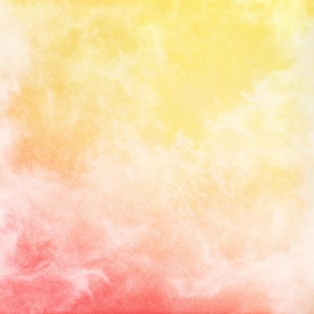 100 %로 볼 때 노란색 그라데이션 이미지에 빨간색과 안개, 안개, 구름의 추상 연주는 기쁘게 곡물 짜임새가있다 스톡 콘텐츠