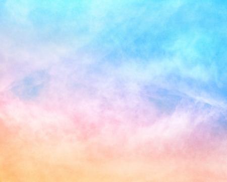 블루 그라데이션 이미지에 파스텔 컬러 오렌지와 부드러운 구름이 100 % 기쁘게 종이 곡물 및 질감이 특징