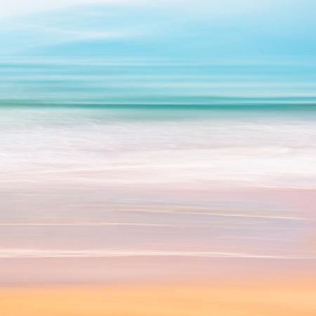 カリフォルニアから太平洋の静かな海。パン モーション カメラを使用して作られたイメージは、長時間露光と組み合わせます。
