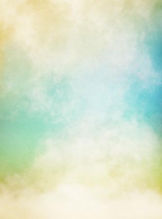 ciel avec nuages: Une abstraction de brouillard et de nuages ??sur un fond de papier textur� image affiche le grain du papier importante et la texture � 100 pour cent