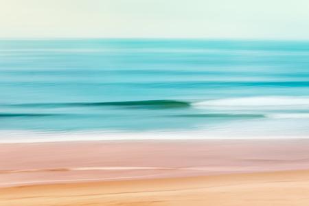 Een rustige zeegezicht van de Stille Oceaan af van Californië. Afbeelding gemaakt met behulp van camera panning beweging gecombineerd met een lange expsure. Stockfoto