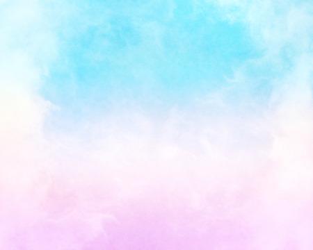 雲とシアン青のグラデーションにピンクの霧。 このイメージには追加の深さとまだら模様の紙のテクスチャ背景気持ちの良い穀物やテクスチャが 100 写真素材