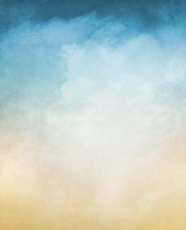 textura: Uma abstração de nevoeiro e nuvens sobre um fundo texturizado com um gradiente de cor pastel. Imagem exibe um grão distinto e textura a 100 por cento.