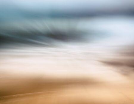 Eine vollständige Abstraktion von Wellen, Sand, Meer und Himmel. Bild kennzeichnet eine braune bis blaue Farbverlauf. Standard-Bild