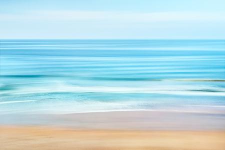 Een rustige zeegezicht van de Stille Oceaan voor de kust van Californië. Het beeld kenmerkt wazig water beweging gevangen met een lange blootstelling. Stockfoto