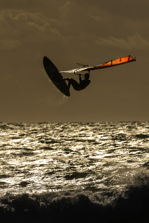 chellange: Windsurfers in the evening sun