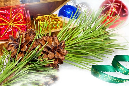 Christmas postcard. Beautiful colorful Christmas greetings with pine cones on a branch with Christmas decorations. Stockfoto