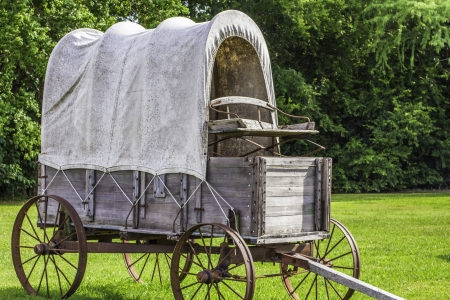 pioneers: A side view of a stagecoach that was from the 1800s.