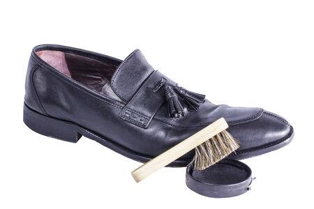 黒のドレス靴磨きブラシおよびポーランドと混合されます。