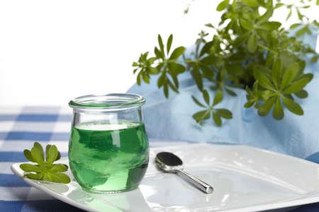 woodruff: Woodruff jelly with plant