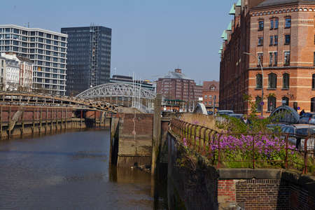 toll: The Zollkanal (Toll Canal) located in Hamburg´s old warehouse district