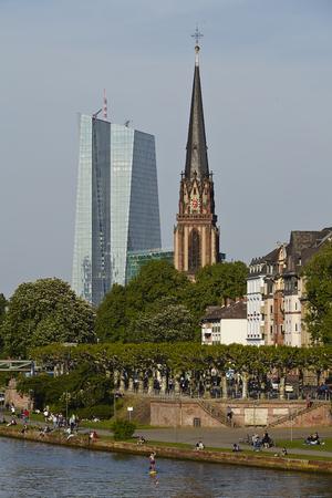 sachsenhausen: Chiesa dei Re Magi a Francoforte sul Meno (fiume) presi in prima serata. Archivio Fotografico