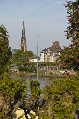 sachsenhausen: Chiesa dei Re Magi a Francoforte sul Meno (fiume) adottate in prima serata. Archivio Fotografico