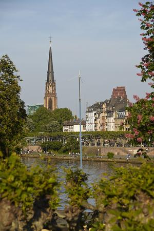 sachsenhausen: Chiesa dei Re Magi a Francoforte sul Meno (fiume) prese in prima serata.