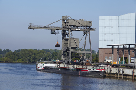 powerhouse: Unloading coal from the freighter Niedersachsen 22 at the power plant Tiefstack (Vattenfall) on Hamburg on May 17, 2014.