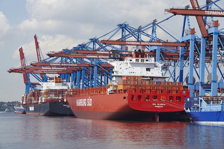 sued: The container vessels Rio Blanco (Hamburg Sued) and Nagoya Express (Hapag Lloyd) are loadedunloaded at the container terminal Burchardkai in Hamburg-Waltershof on August 8, 2014. Editorial