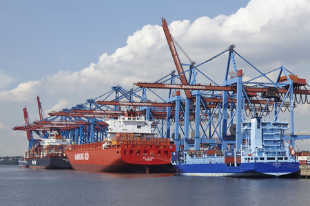 sued: The container vessels Aurora, Rio Blanco (Hamburg Sued) and Nagoya Express (Hapag Lloyd) are loadedunloaded at the container terminal Burchardkai in Hamburg-Waltershof on August 8, 2014. Editorial