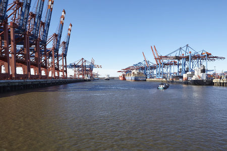 sued: The deepwater port Hamburg Waltershof with the terminals Eurogate (left) and Burchardkai (right) taken on February 8, 2015. The vessels Condor, CGM CMA Musca and Mito Strait are loaded and unloaded at the terminals. The tanker Seeve manoeuvres in the harb