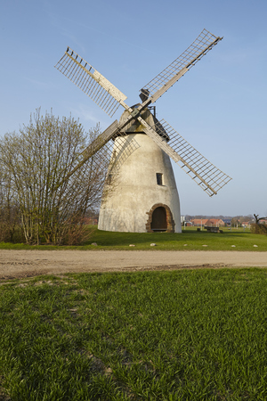 rhine westphalia: The windmill Hille (North Rhine Westphalia) is a type of dutch windmill and is part of the Westphalia Mill Street (Westfaelische Muehlenstrasse).