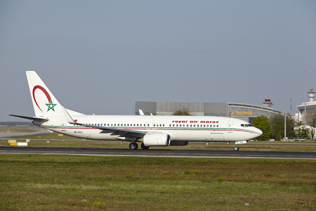 maroc: A Boeing 737-800 of royal air maroc takes off at Frankfurt International Airport (Germany, FRA) on April 23, 2015.