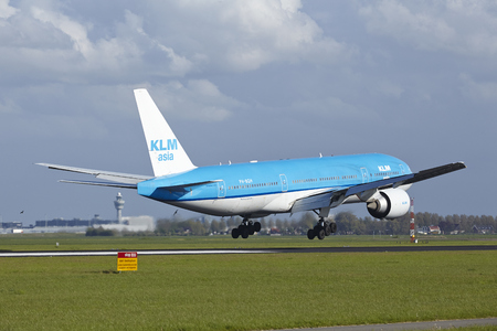 schiphol: A Boeing 777-206(ER) of KLM lands at Amsterdam Airport Schiphol (The Netherlands, AMS) on May 7, 2015. The name of the runway is Polderbaan.