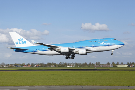 polderbaan: A Boeing 747-406 (M) of KLM lands at Amsterdam Airport Schiphol (The Netherlands, AMS) on May 7, 2015. The name of the runway is Polderbaan.