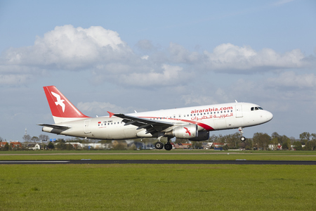 maroc: An Airbus A320-214 of Air Arabia Maroc lands at Amsterdam Airport Schiphol (The Netherlands, AMS) on May 7, 2015. The name of the runway is Polderbaan. Editorial