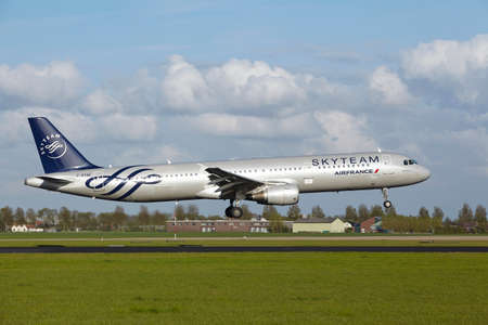 livery: An Airbus A321-211 of Air France (Skyteam Livery) lands at Amsterdam Airport Schiphol (The Netherlands, AMS) on May 7, 2015. The name of the runway is Polderbaan.