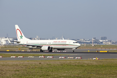 maroc: A Boeing 737-8B6 of Royal Air Maroc takes off at Frankfurt International Airport (Germany, FRA) on April 24, 2015. Editorial