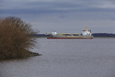 suction: The suction dredger vessel Causeway in action on the river Elbe at Steinkirchen (near Stade, Lower Saxony, Germany) on February 7, 2016. Editorial