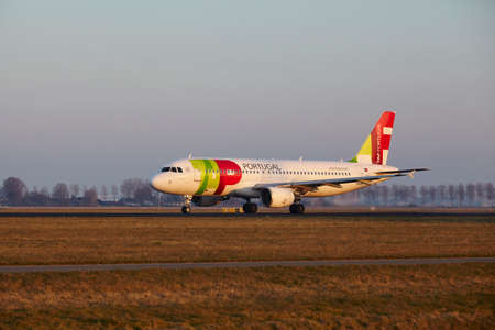 cs: The TAP Portugal Airbus A320-214 with identification CS-TNN takes off at Amsterdam Airport Schiphol (The Netherlands, AMS), Polderbaan on March 13, 2016.