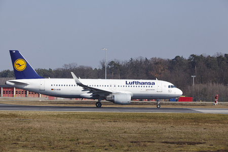 jetliner: The Lufthansa Airbus A320-214 with identification D-AIUB takes off at Frankfurt International Airport (Germany, FRA) on March 18, 2016. Editorial