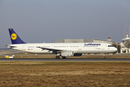 airbus: The Lufthansa Airbus A321-231 with identification D-AISJ takes off at Frankfurt International Airport (Germany, FRA) on March 18, 2016. Editorial