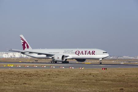 boeing: The Qatar Airways Boeing 777-3DZ(ER) with identification A7-BAJ takes off at Frankfurt International Airport (Germany, FRA) on March 18, 2016.