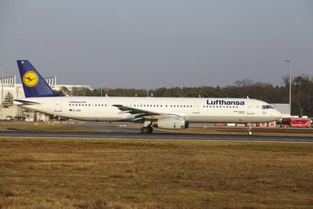 jetliner: The Lufthansa Airbus A321-231 with identification D-AISF takes off at Frankfurt International Airport (Germany, FRA) on March 18, 2016.
