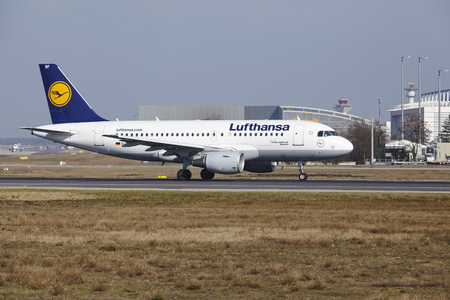 jetliner: The Lufthansa Airbus A319-112 with identification D-AIBF takes off at Frankfurt International Airport (Germany, FRA) on March 18, 2016.