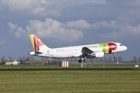 cs: The TAP Portugal Airbus A320-214 with identification CS-TNJ lands at Amsterdam Airport Schiphol (The Netherlands, AMS), Polderbaan on April 8, 2016.