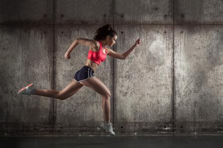 hacer footing: foto de adultos de raza caucásica niña - corredor Foto de archivo