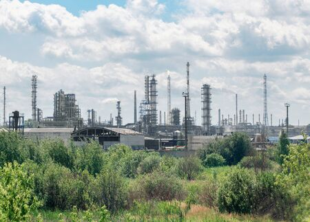 industrial landscape: paesaggio industriale, fabbrica di olio arounded alberi verdi
