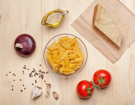 parmezan: raw pasta surrounded cheese, tomatoes, onion, olive oil, garlic and pepper