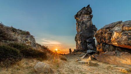 Teufelsmauer (Harz) bei Sonnenuntergang Stockfoto