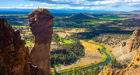 Misery Ridge Trail at Smith Rocks State Park, a popular rock climbing area in central Oregon near Terrebonne. Фото со стока